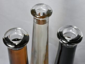 Alles Essig !? Verschiedene Essig-Spezialitäten in Glasflaschen.