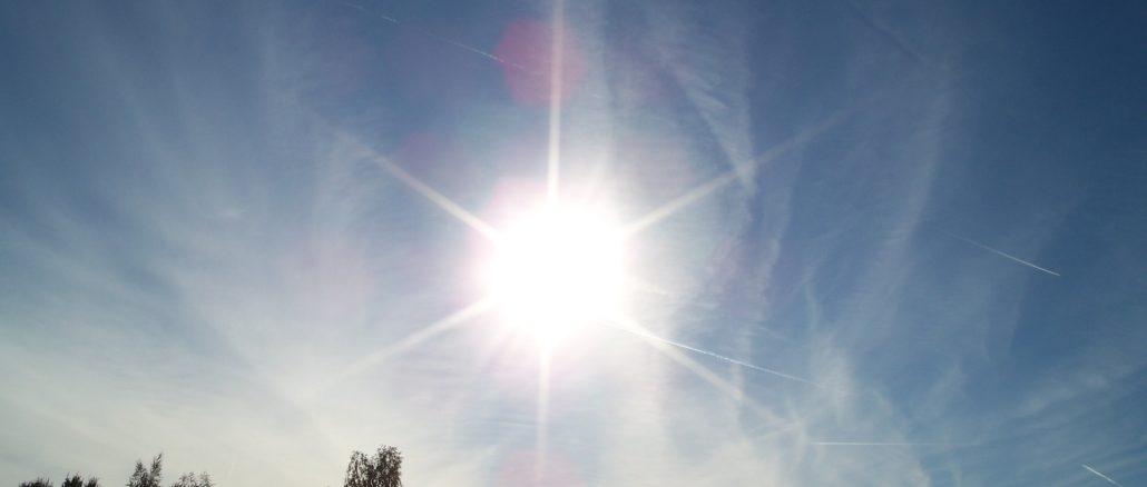 Die Sonne strahlt an einem beinahe wolkenlosen Himmel - das ist Sommer, wie er sein soll! Schwitzen Sie auch schon?