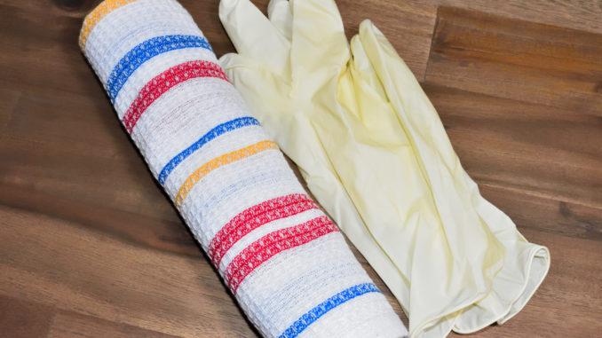 Wischtuch und Handschuhe