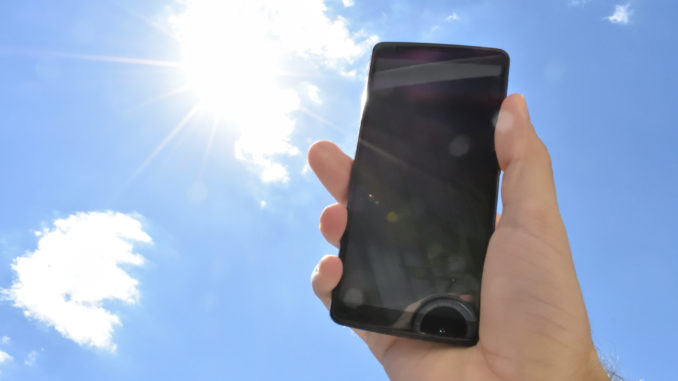Elektronische Geräte wie Smartphones, Tablets und e-book Reader reagieren empfindlich auf hohe Temperaturen. Mit unseren coolen Tipps genießen Sie den Sommer auch digital in vollen Zügen!