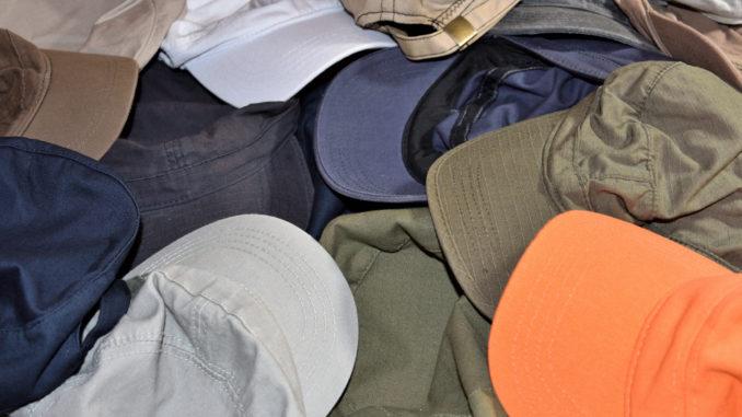 Hut ab, denn heute ist Waschtag für alle gern getragenen Kappen - wir sagen, worauf man bei der Reinigung von Schirmmützen unbedingt achten sollte!
