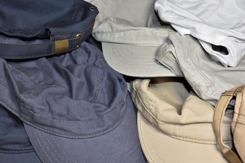 Unterschiedliche Farbtöne separat waschen | Bitte trennen - auf die Farbe kommt es an: Helle und dunkle Kappen nie zusammen in die Waschmaschine geben. Die Folge könnten Verfärbungen sein.