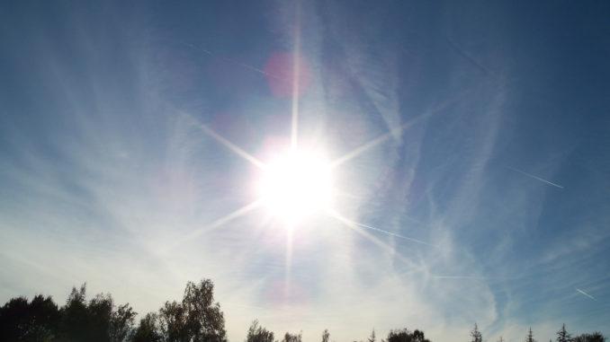 Auch in der kalten Jahreszeit wird unsere Haut durch UV-Strahlung geschädigt. Wir zeigen, wie Sie sich vor allzu viel Wintersonne schützen können.
