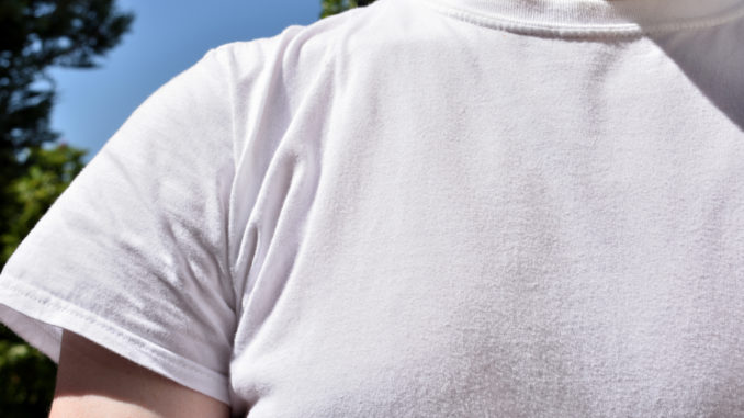 Kleidung schirmt die Haut vor schädlichen UV-Strahlen effizient ab. Deshalb gilt auch im Sommer: Wer sich vor Sonnenbrand schützen will, braucht sich nur was überziehen! 😎☀️☀️☀️